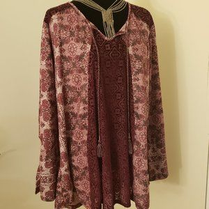 26-28W Burgundy Lace Front/Shoulder Pink Blouse